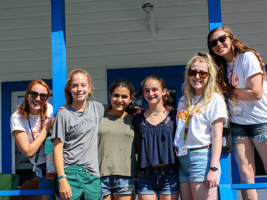 girls-at-bunk